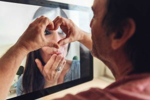 a disadvantage in long-distance relationships: that of suffering emotional deprivation