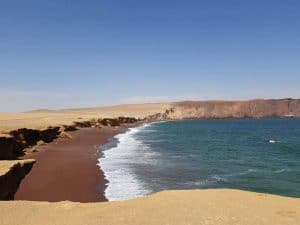 Image of the first LDR Story. The red beach of Paracas, a city in Peru where we traveled as a long distance couple