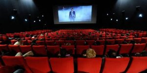 Image of the first LDR Story. A cinema with spectators that represents a metaphor for our history