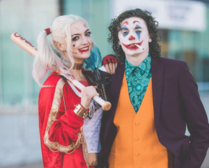 Two people in a long-distance relationship with the Joker and Harley Queen costume for Halloween